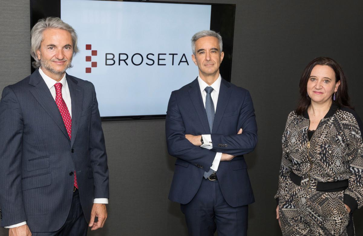 Manuel Broseta, presidente de BROSETA; Andrés Campaña, nuevo socio de la Firma, y Rosa Vidal, socia directora